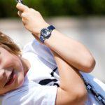 JewelryWe 2PCS Charme Montre d'Enfant Garçon Fille Sport Electronique Chiffre Cadran Semaine Lumineux Alarme Multifonctionnel Bracelet Plastique Acier Inoxydable Couleur Bleu Rose